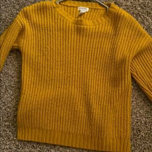 I am selling a forever 21 cute knitted sweater